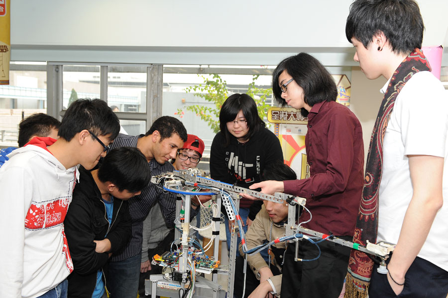 Preparing for the next robotics challenge<br>Technical exchange between MIT & IVE